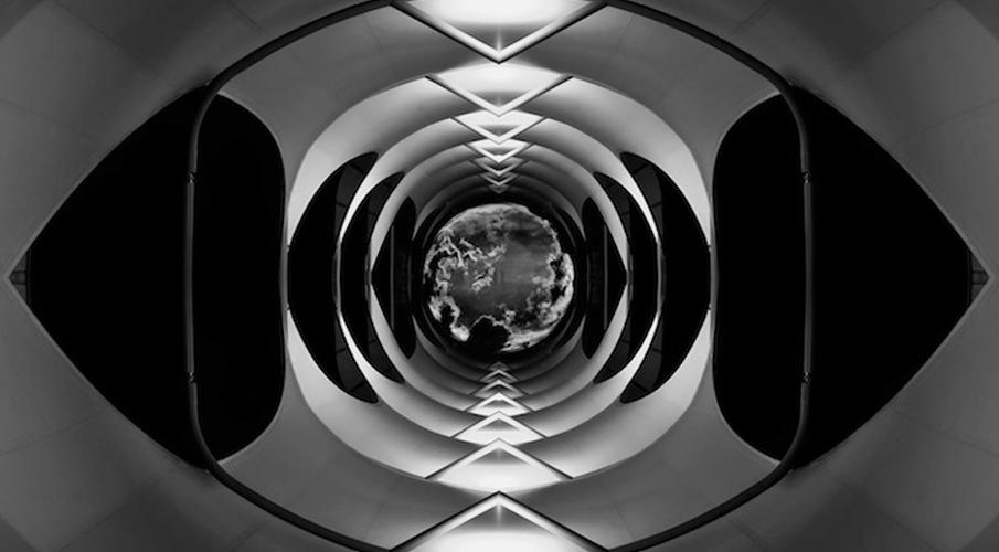 London-Symmetrical-Architecture-905x500